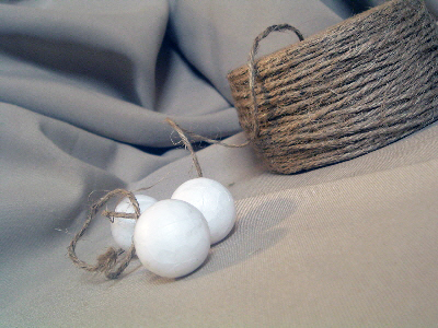 See how to make home decor balls with rope and twine with these simple step by step instructions!