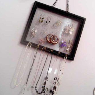 Frame jewelry holder - an organizer for jewelry that you can make in minutes!