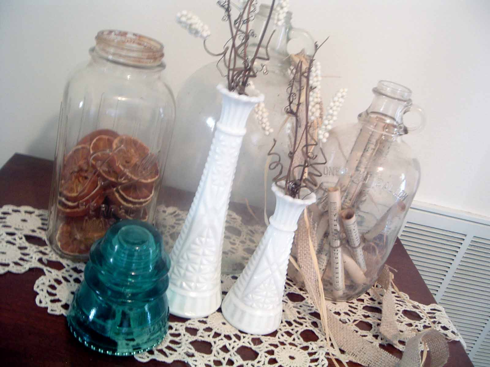 Great ideas for using jars in home decor! Think about mason jar in a whole new way!