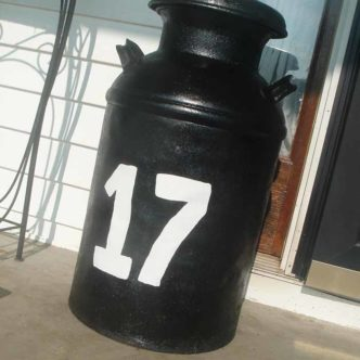 Add these decorative house numbers to your home! Paint your house numbers on a milk can for some farmhouse style!
