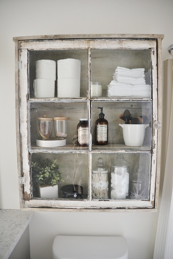 These old window crafts are perfect for your farmhouse style home!  Make one or more of them today!
