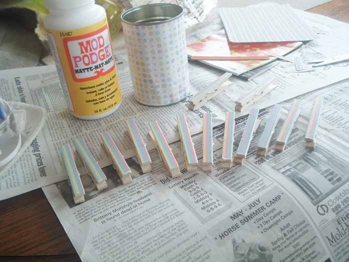 This recycled can desk organizer is perfect for you home!  An inexpensive way to get organized!