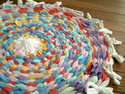 T shirt rag rug using a hula hoop from family fun magazine for How to make rugs out of old t shirts