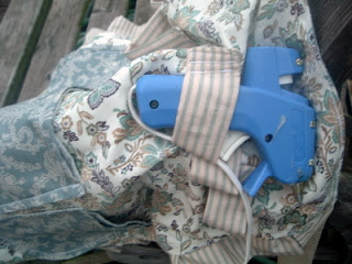 apron with glue gun loops