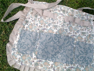 crafting apron with pockets and loops