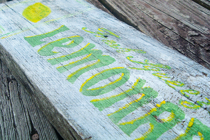 Make your own vintage wood signs with a Cricut machine