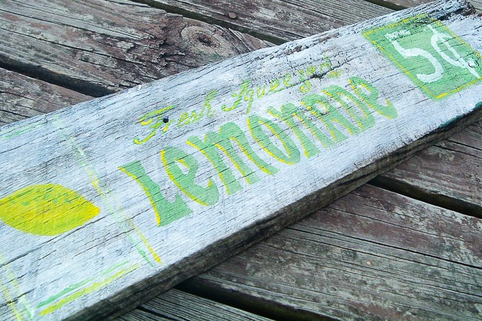 Make your own wood sign like this Lemonade sign with your Cricut machine. Amazing farmhouse style in minutes!