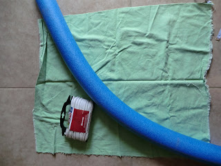 You only need a few supplies for your diy pool float! A pool noodle, some fabric, rope, and basic sewing supplies