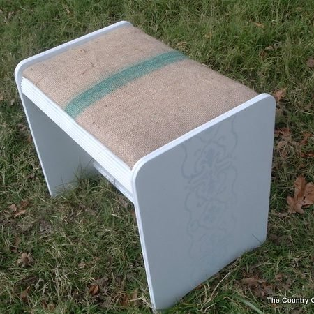 See how to transform a stool with a coffee sack!