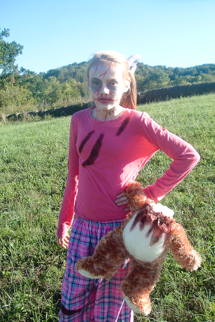 How to make an easy DIY girl's zombie costume for Halloween