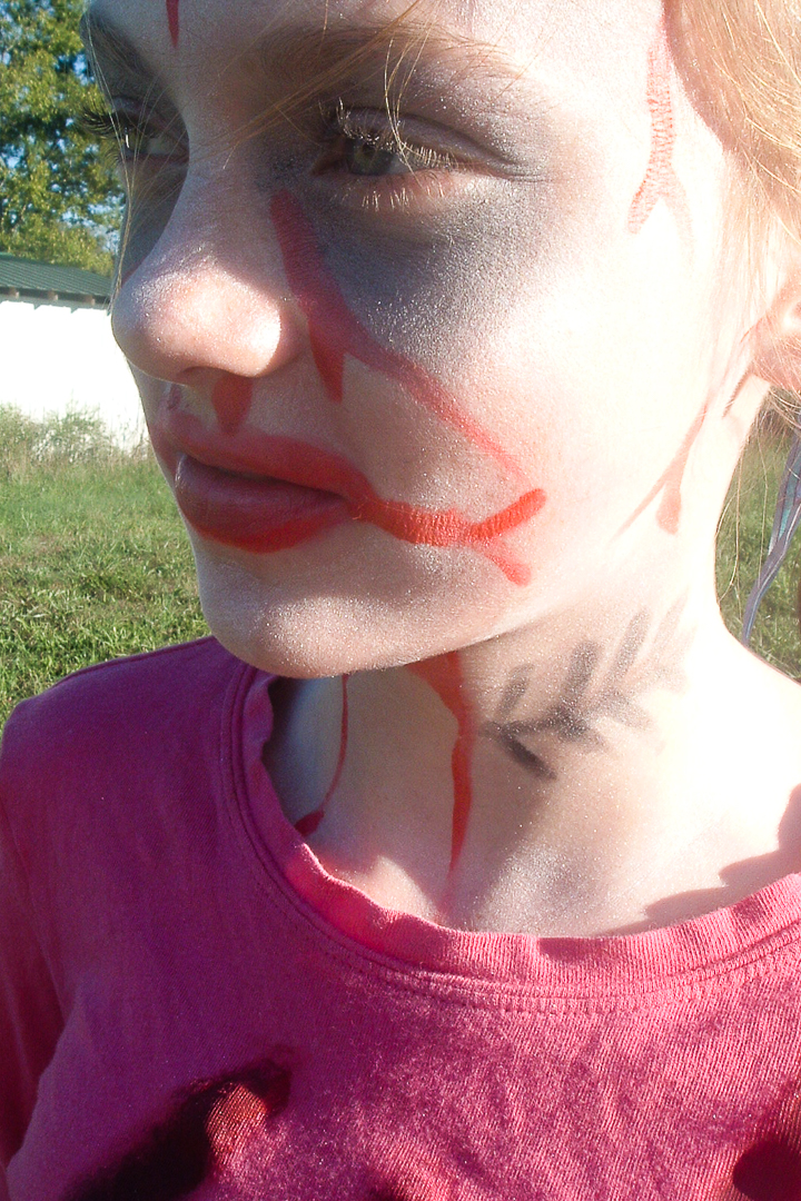 How to do zombie makeup for a girl's zombie costume