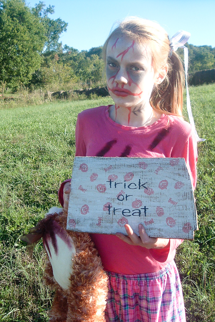 How to pull together a DIY teen girl's zombie costume.