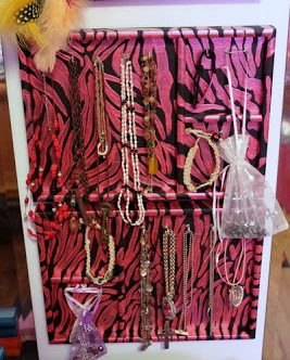 Zebra Jewelry Organizer with @aptguide and @plaidcrafts