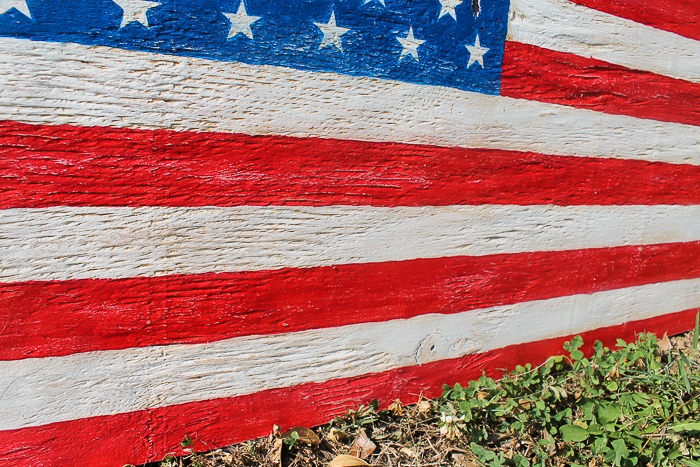 How to make your own distressed wooden American flag from plywood