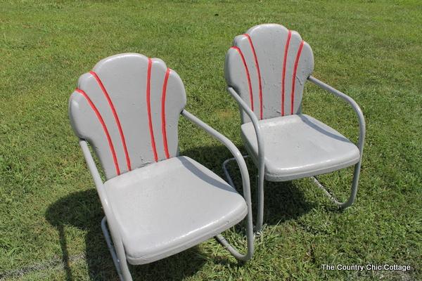 spray painting metal chairs with krylondiy krylon diy