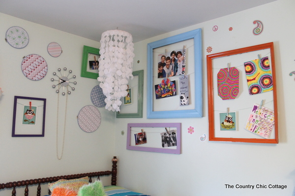 diy revolving art wall the country chic cottage