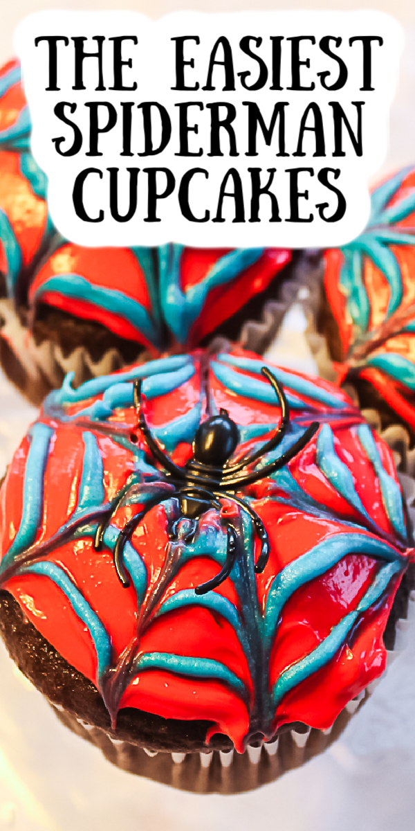 Make these easy Spiderman cupcakes in a few minutes with just a few ingredients! Your kids will love them as much as you do! #spiderman #cupcakes #cupcakedecorating