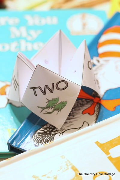 Print this Dr. Seuss cootie catcher for free and give it to the kids for Read Across America Day!