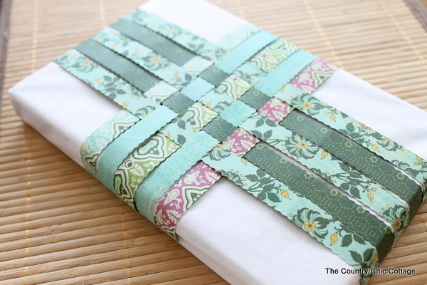 How to Be Green: 10 Recycled Gift Wrapping Ideas plus more Earth Day Crafts