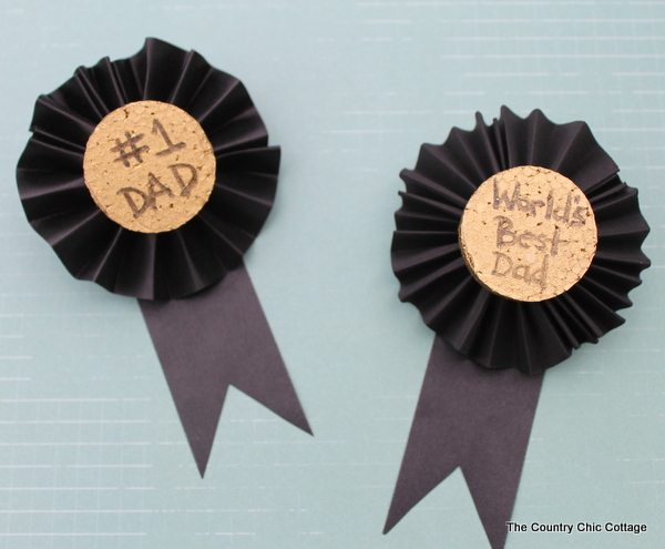Kids Craft for Fathers Day: Medals for Dad  The Country Chic Cottage - Fall Home Decor Diy