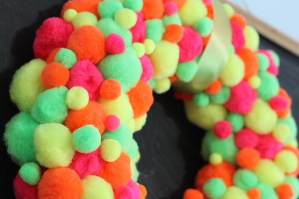 Neon Pompom Wreath -- make your front door shine this summer with a touch of these bright pompoms!