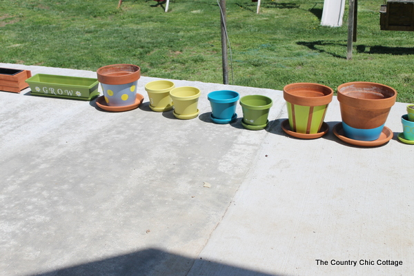 7 Ways to Customize your Planters with Paint -- great ideas with a video demonstration!