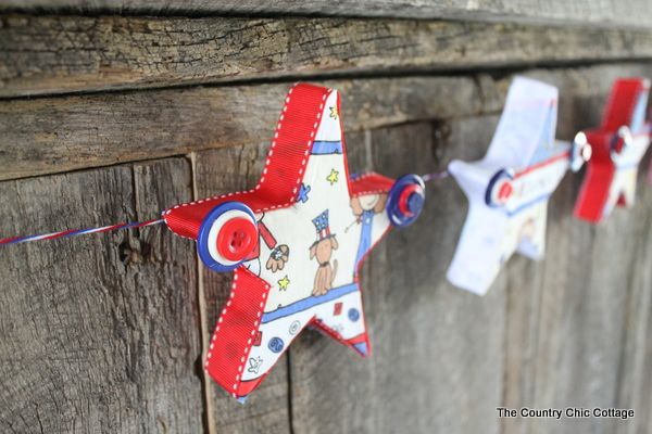 A great buttons and stars garland for your summer or 4th of July decor. Come see how to make this craft with Styrofoam, fabric, and buttons.