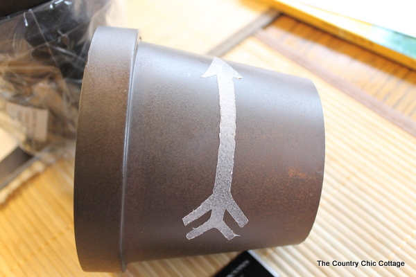 Add a gold leaf touch to metal flower pots with this easy to follow tutorial. Gold leaf is easy to use and makes a bold statement.