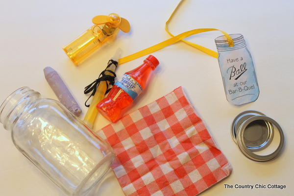 Mason Jar BBQ Favors -- give your guests a little memento of your party with a mason jar theme. Click over and print these great tags to add to a mason jar filled with goodies for your guests. Plus even more links for you to throw the ultimate backyard BBQ!