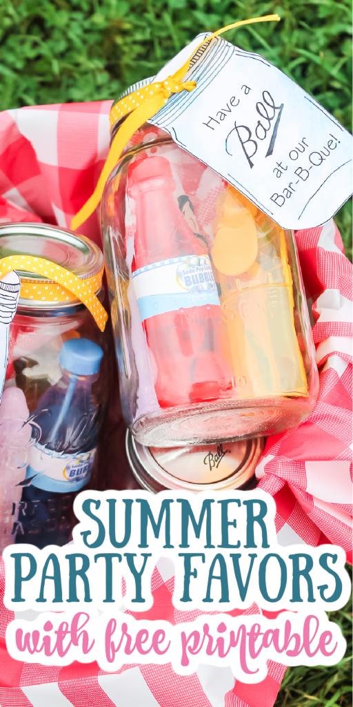 Make these summer party favors for the guests at your BBQ! Cute printable tags to add to mason jars then fill with a ton of goodies! #summerparty #summer #bbq