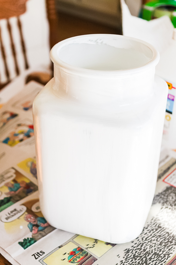 painting a glass vase