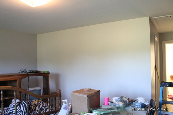 The best way to paint a gradient wall is to start with a plain or neutral colored wall