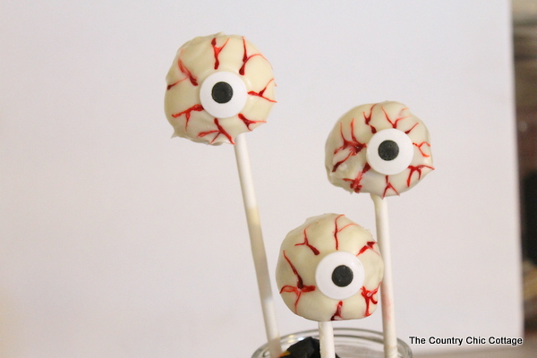 Spooky Eye Cake Pops for Halloween -- a quick and easy dessert in 5 minutes or less!  Use donut holes and make these spooky eyes in no time flat!
