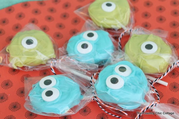 5 Minute Monsters Halloween Treat -- make these Monsters University themed Halloween treats in 5 minutes or less!
