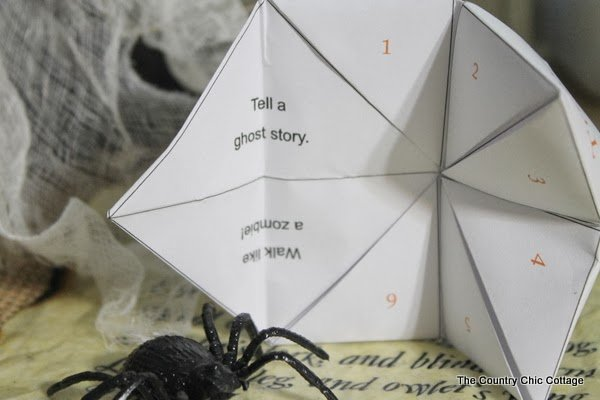 Halloween Cootie Catcher -- a free Halloween printable for some trick or treat fun!