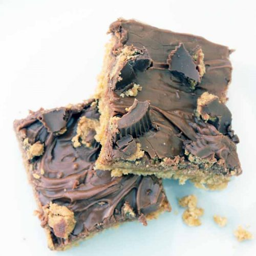 Make this Reese's peanut butter cups bars recipe for your family! #dessert #recipe #chocolate