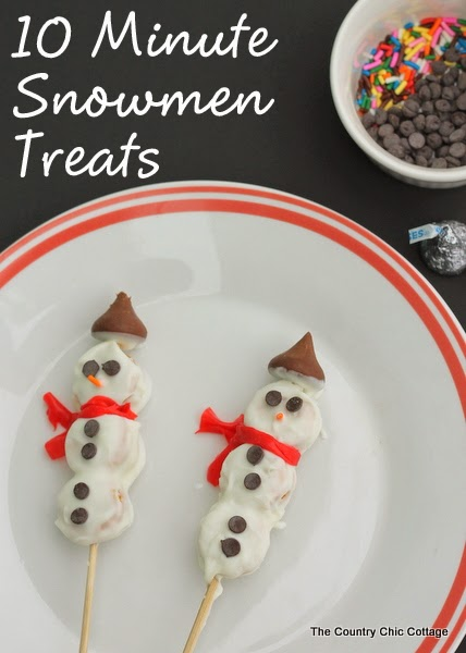 10 Minute Snowmen Treats -- a quick and easy holiday recipe that only takes a few minutes and a few ingredients.