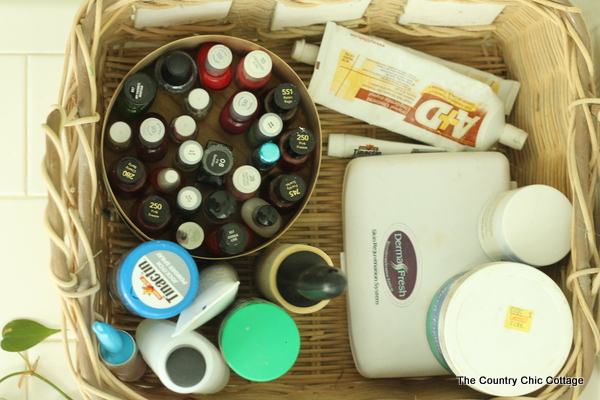 Bathroom Organization Tips and Tricks -- fabulous ideas for bathroom organizing!