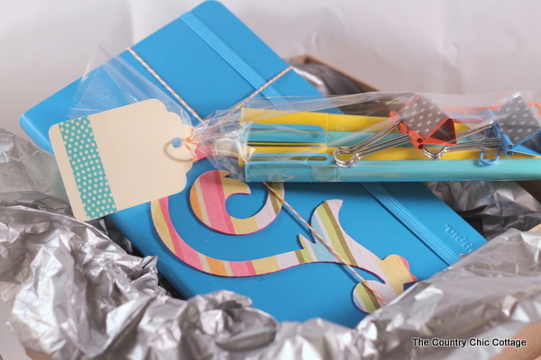 Embellished Journal Gift Set -- a quick and easy last minute handmade gift idea. Click to get the instructions on making your own.