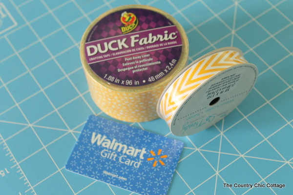 Duck Tape Fabric Gift Card Pouch -- use the new self adhesive Duck Tape fabric to make this quick and easy no sew gift card pouch for Teacher Appreciation Week or anytime!