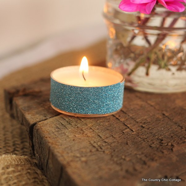 Make glitter tea lights in just 30 seconds with no mess!  Use these for your wedding or reception.  Click to get the full instructions on making your own.