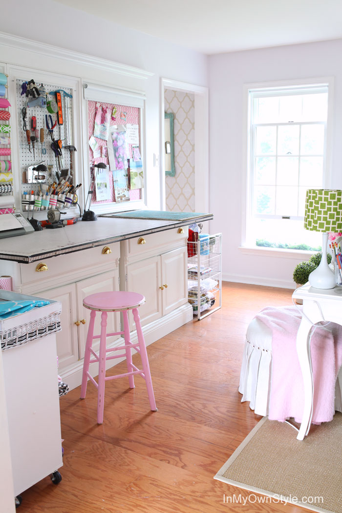 Tour This Amazing Fashion Blogger S Transitional Home Office: The Country Chic Cottage
