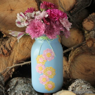 Mason Jar Spring Vase -- a quick and easy vase to make with a painted mason jar and fabric flowers.