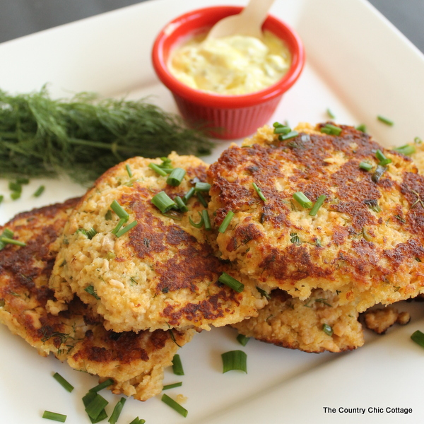 salmon cakes with dill