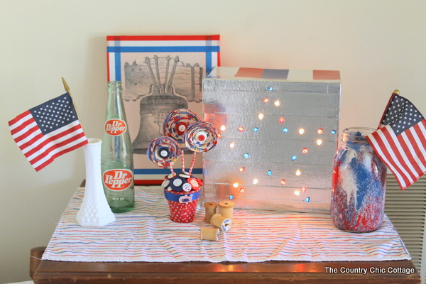 DIY Patriotic Marquee Sign -- learn how to make your own patriotic marquee sign with a few simple supplies -- NO POWER TOOLS REQUIRED!