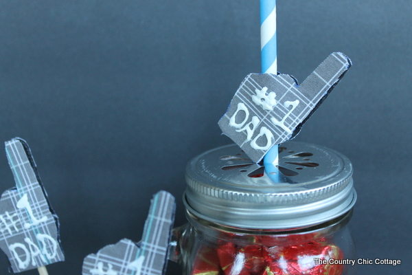 Kids Craft Father's Day Gift -- a simple kids craft to make for Father's Day.  Let dad know he is number 1 with these cupcake toppers or mason jar gift.