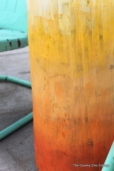 Ombre Log Table -- take a log from any tree and turn it into a fun outdoor table with this craft tutorial.