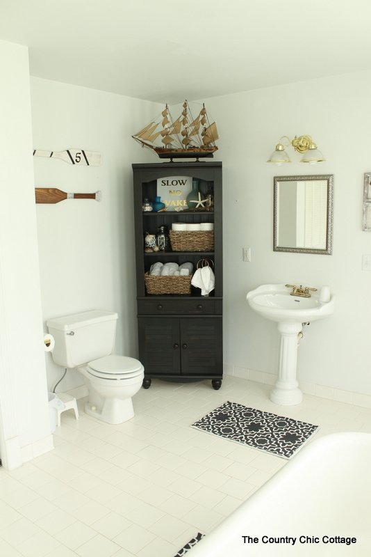 Nautical themed bathroom design the country chic cottage for Space themed bathroom