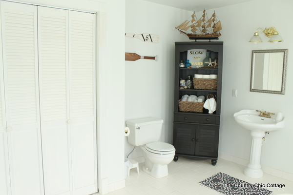 Nautical Themed Bathroom Design -- an elegant yet fun spin on the beach theme for a bathroom.