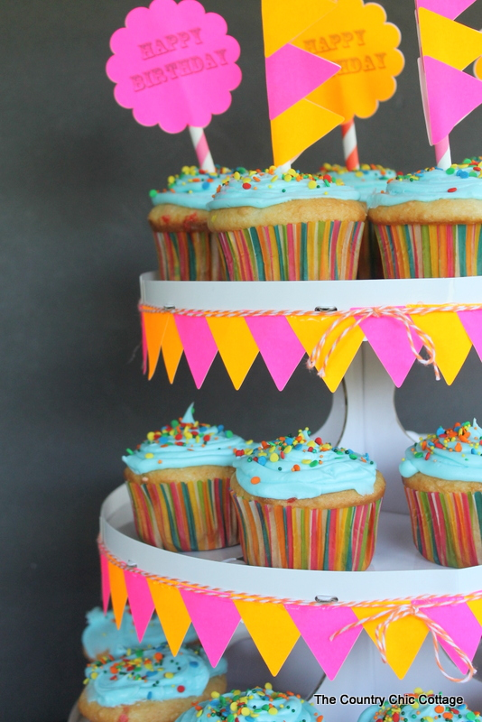 Decorated Cupcake Stand with Labels -- use labels to easily decorate a cardboard cupcake stand!
